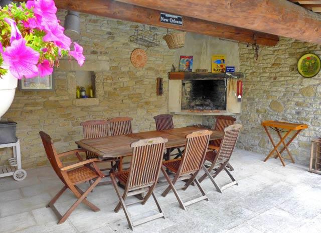 Ref.:95515-7 Terrasse Frankreich Maubec Ferienhaus
