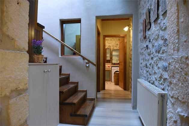 Treppenaufgang zum Obergeschoss - Objekt 174945-12