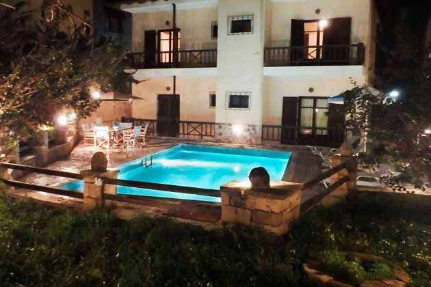 Villa bei Nacht - Objekt 174945-9