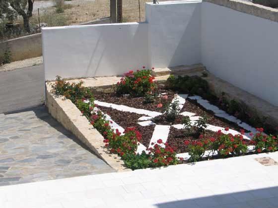 Blumenbett vor dem Haus  - Objekt 88634-1