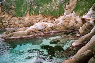 Bild - 18 Felsenküste bei S. Andrea
