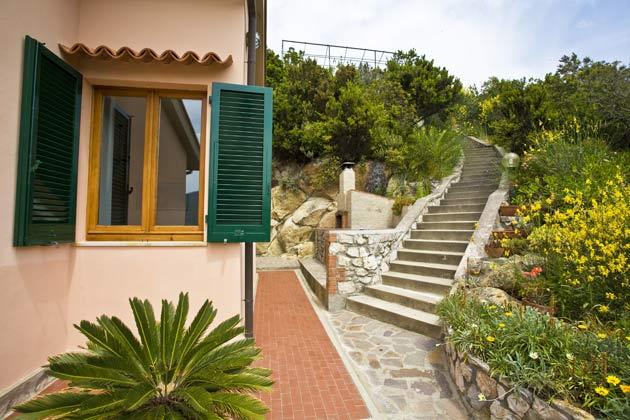 Hausansicht b Ferienwohnung Elba Villino Forno 2598-29