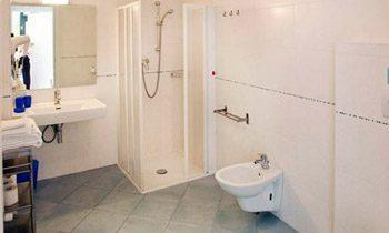 Ferienapartments Gardasee Typ A Badezimmer