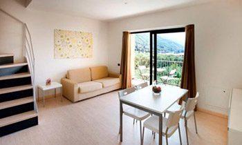 Ferienapartments Gardasee Typ A Wohnraum mit Kueche