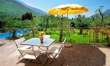 Ferienapartments Gardasee Typ B Terrasse Gartenblick