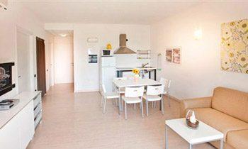 Ferienapartments Gardasee Typ B Wohnraum mit Kueche
