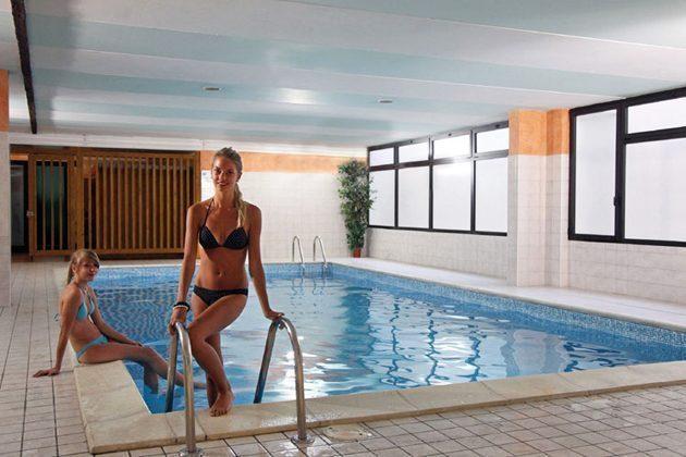 Italien Ferienwohnung am Gardasee Residence Tremosine Italien Ferienwohnung am Gardasee Residence Tremosine Schwimming Pool innen