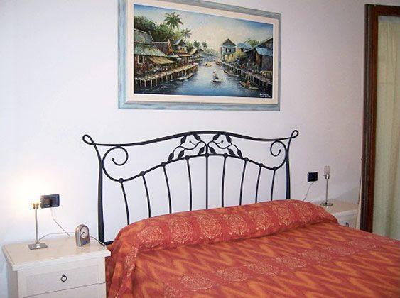 Doppelbett Schlafzimmer  Ferienwohnung Iseosee 65162-9