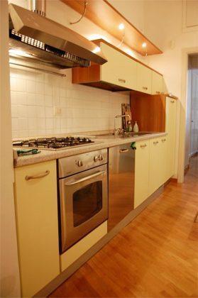 Küche b Apartment Rom Spanische Treppe 3573-61 / 1584