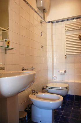 Duschbad Ferienwohnung Rom spanische Treppe 3573-65 / 1542
