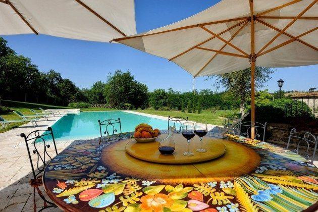Essen am Pool Toskana Arezzo Luxus- Ferienhaus Ref. 162283-2