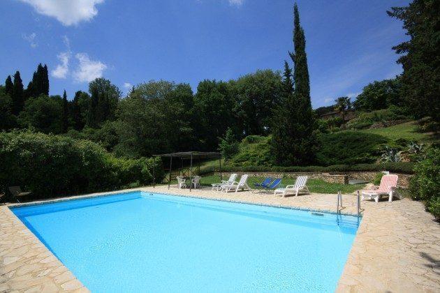 Le Muricce, Großes Schwimmbad mit gepflasterten Terrasse