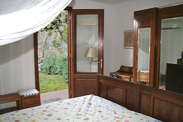Schlafzimmer: Tür zum Gartenohnung Serenella - Objekt 47049-1
