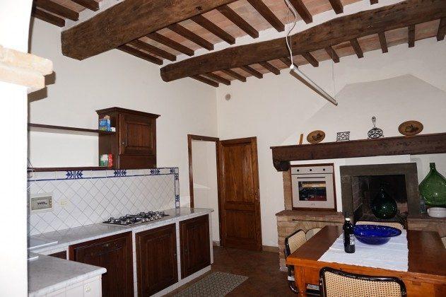 Wohnung 2, Küche mit Essplatz,  Kamin und Geschirrspüler