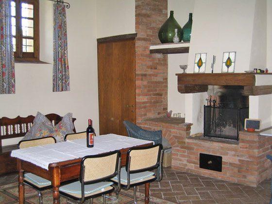 Wohnung 1, das Wohnzimmer mit Esstisch