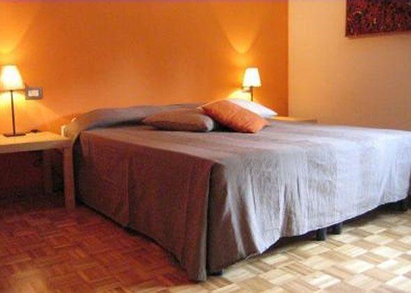 Apartment Florenz 56169-2 - Schlafzimmer mit Doppelbett