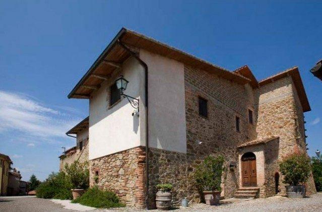 Haus mit Vermentino Toskana Ferienwohnungen auf Weingut Ref. 1892