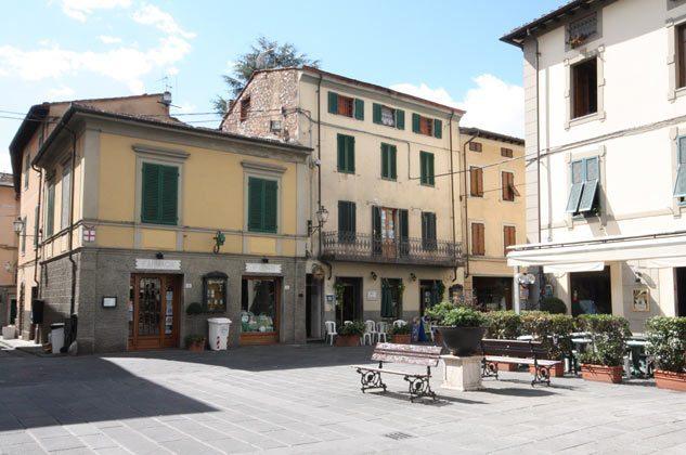 Platz Camaiore vorm Haus