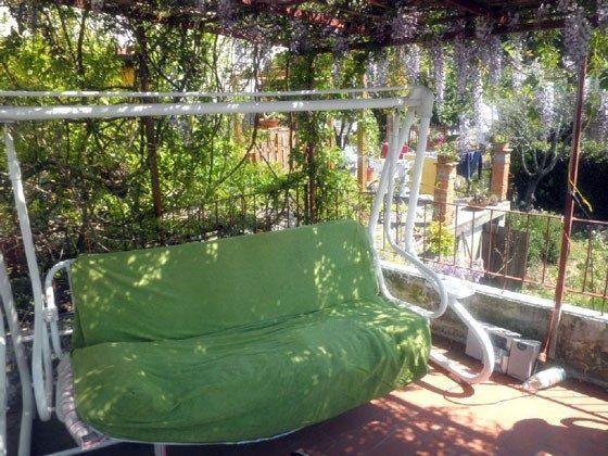 Hollywoodschaukel auf der Terrasse