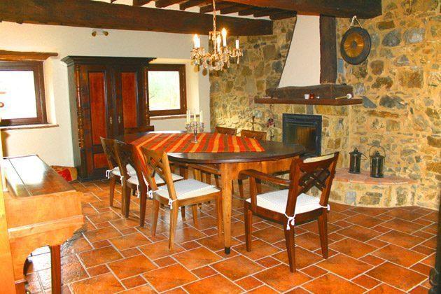 Ferienwohnung Tuscany - Das Esszimmer mit Ofen