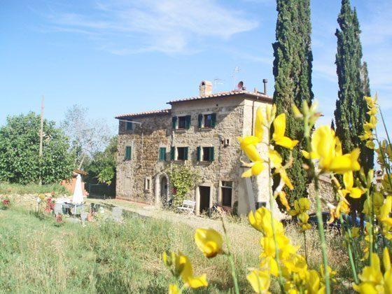 Das verträumte Landhaus umgeben von Zypressen und Blütenmeeren