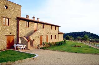 Italien / Umbrien / Landgut Cattaneo / 10 Ferienwohnungen für 2-6 Personen / Pool