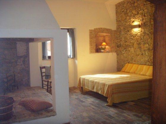 Umbrien Ferienwohnung La Taverna Wohn-Schlafbereich