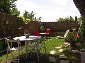 Ferienwohnungen in altem Kloster La Botte Garten