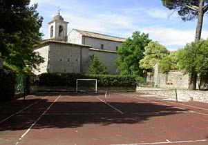 Ferienwohnungen in altem Kloster Tennisplatz