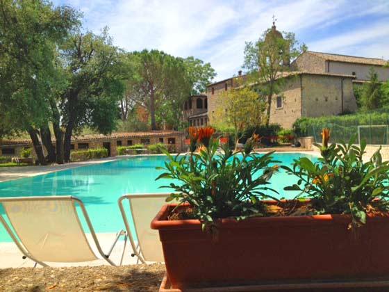 Umbrien Lugnano Ferienwohnungen in altem Kloster Pool