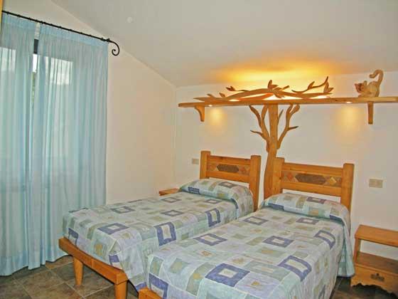Ferienwohnungen-2223-Il-Glicine-Schlafzimmer-Mit-Einzelbetten