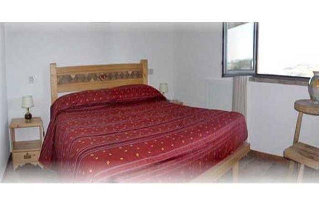 Ferienwohnungen-2223-1-Il-Glicine-Schlafzimmer-mit-Doppelbett