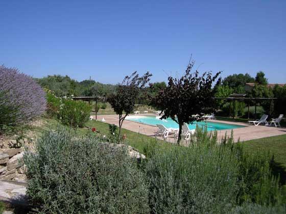 Ferienwohnungen-2223-1-Aussenbreich-Pool