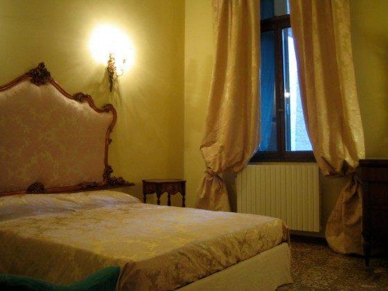 Venedig Carmini SChlafzimmer 2