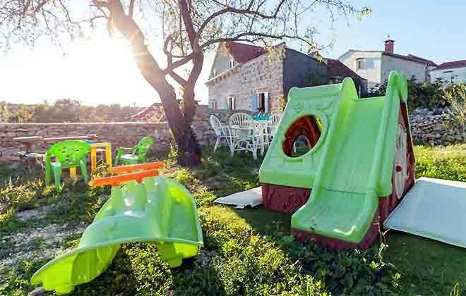 Spielplatz im Garten - Objekt 138495-28