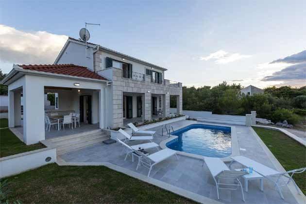 Ferienhaus und Pool - Bild 1 - Objekt 138495-31