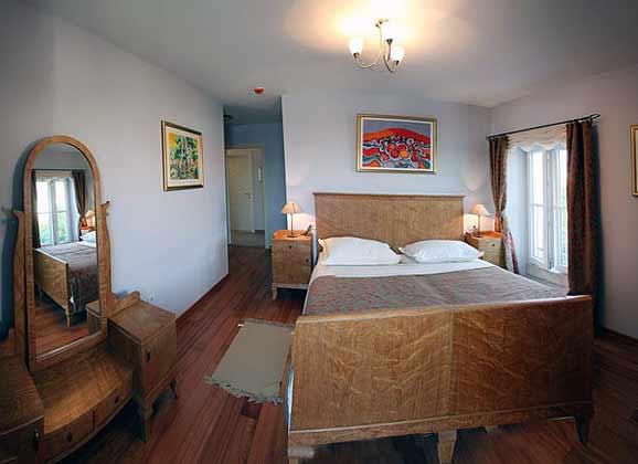 Schlafzimmer 2 von 3 im Erdgeschoss
