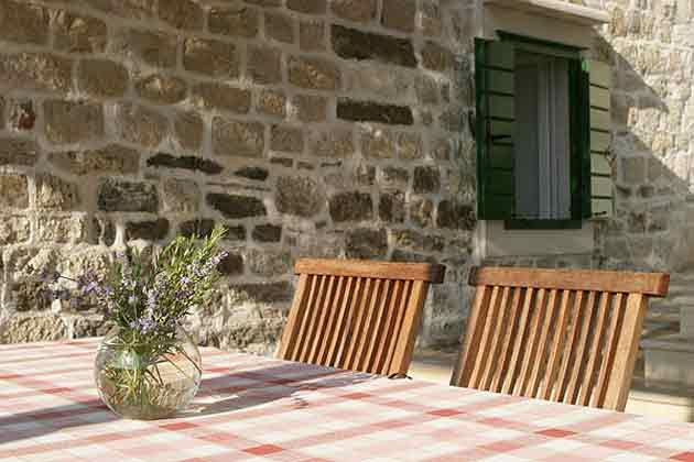 überdachter Sitzplatz auf der Sonnenterrasse
