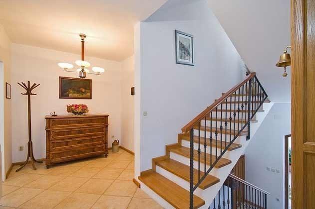 Treppenaufgang ins Obergeschoss - Objekt 138495-19