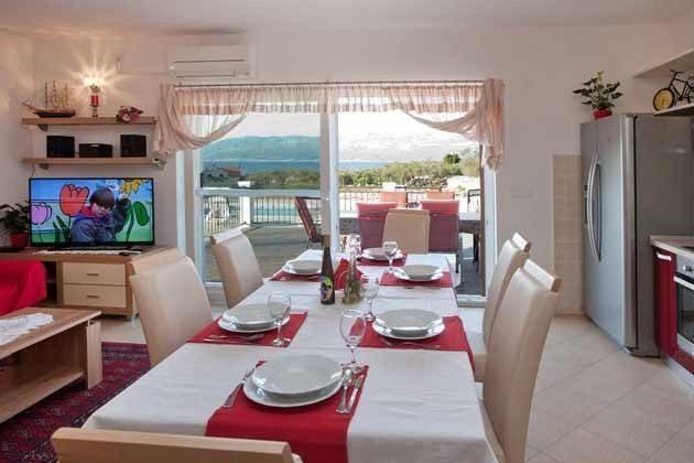 Wohnküche mit Glasfront-Terrassentür