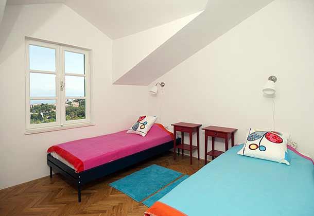 Schlafzimmer mit 2 Einzellbetten im Obergeschoss