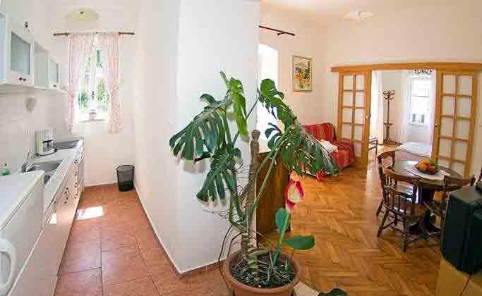 A2 Wohnraum mit Küchenzeile