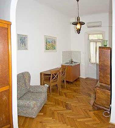 A3 Wohnraum mit Pantry- Küche