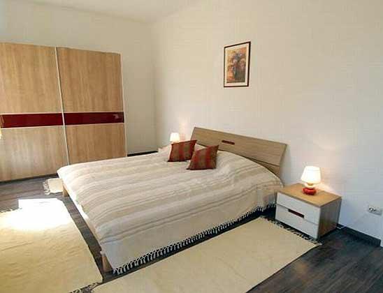 Schlafzimmer mit Doppelbett 1
