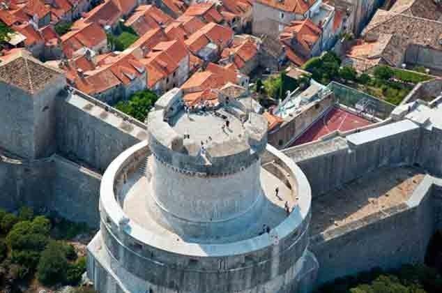 Teil der alten Stadtmauer von Dubrovnik