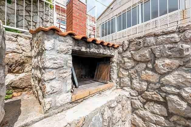 gemauerter Grill auf der Terrasse - Objekt 94599-37