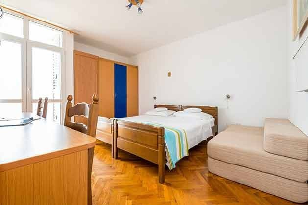 Schlafzimmer 2 mit 2 Einzelbetten und Sofabett