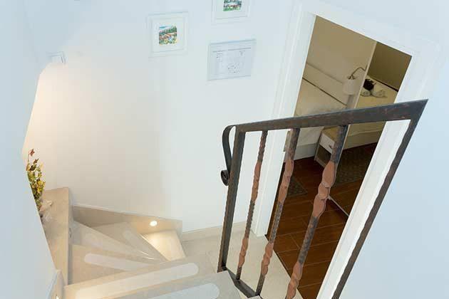 A1 Treppe ins OG - Bild 2 - Objekt 94599-49