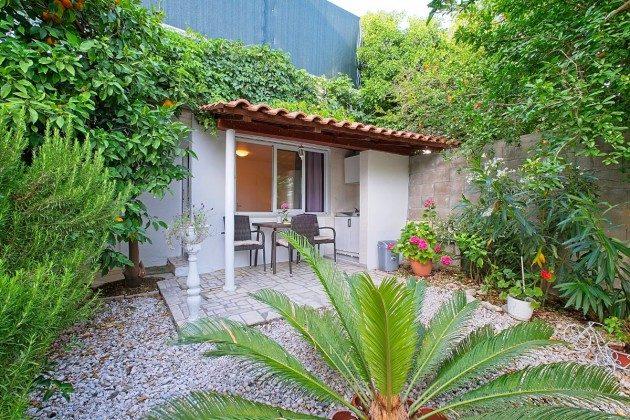 A1 Terrasse mit Außenküche - Bild 1 - Objekt 192577-85