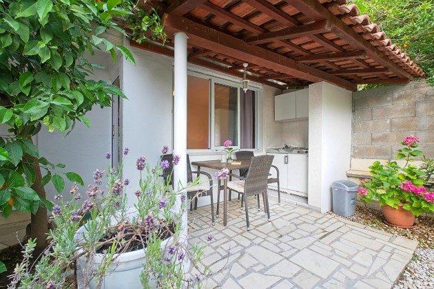 A1 Terrasse mit Außenküche - Bild 2 - Objekt 192577-85